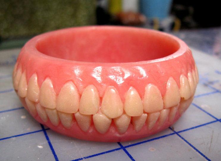 たぶん3度見する歯