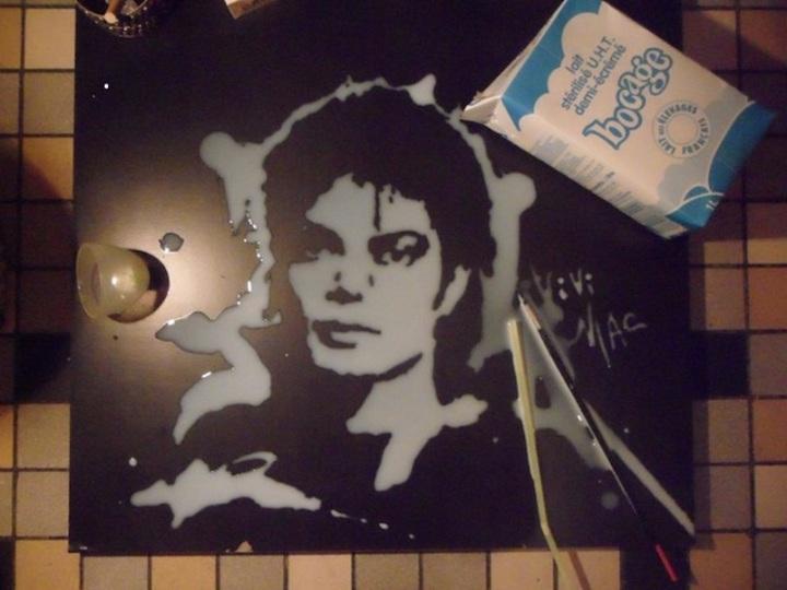 信じられない! このマイケル・ジャクソンの肖像画が…牛乳で描かれてるなんて(動画あり)