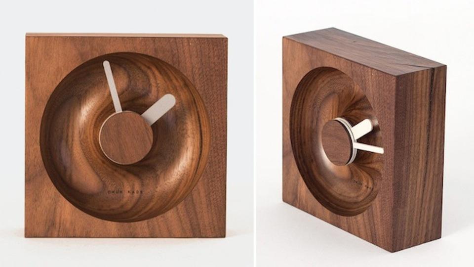 流れる時間もほんわか。シンプルさが美しい木製置時計「O'Clock」
