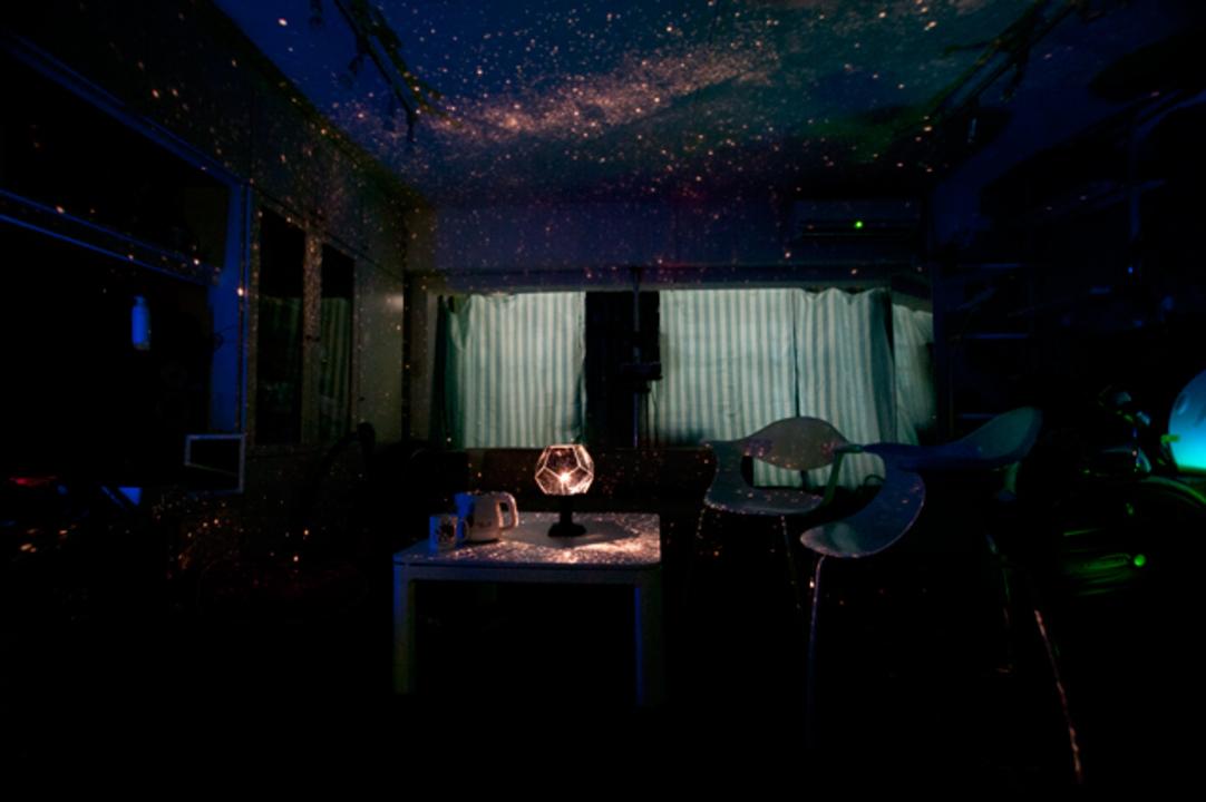 たった1秒でいつもの部屋が星降る夜空になる『大人の科学マガジン』7月25日発売号(動画あり)