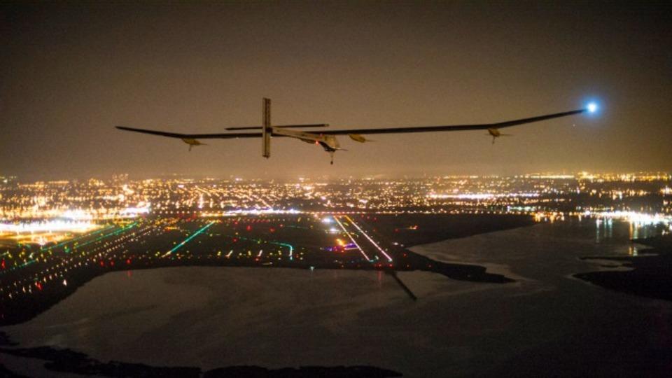 ソーラー飛行機が長すぎる飛行期間を終えて全米横断の新記録を樹立