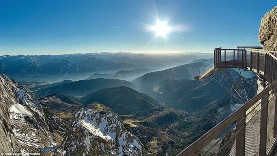 背筋も凍る展望階段から絶景の山景色