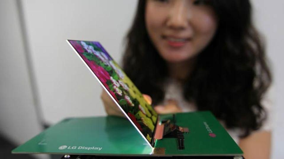 LGの世界最薄1080pディスプレイが嘘みたいに薄いです