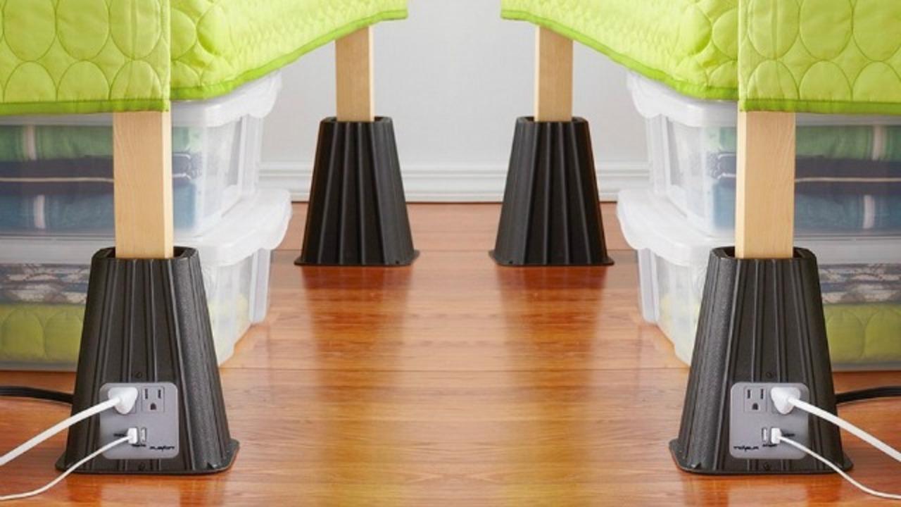 ベッドの足に取り付けるUSBつき電源タップでベッドライフを快適に