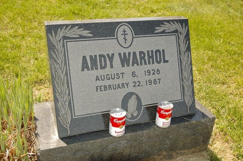 さすがポップアートの巨匠だわ…。アンディ・ウォーホルの誕生日を祝ってお墓の24時間ライブストリーミングやってるよ!(追記あり)