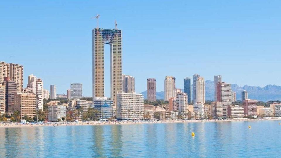 スペインの超高層ビル建設、エレベーターを忘れる(追記あり)