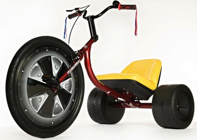 デカっ! 超ビッグなパワフル三輪車
