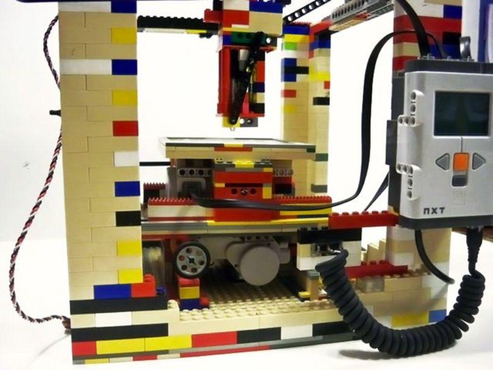なんでも作れるレゴで、なんでも作れる3Dプリンターを製作!(動画あり)