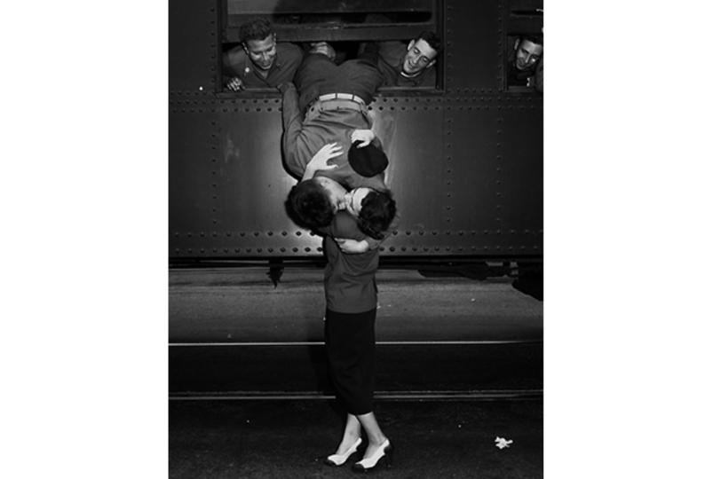 愛に満ちた「兵士と恋人のグッドバイ・キス」が胸に突き刺さる