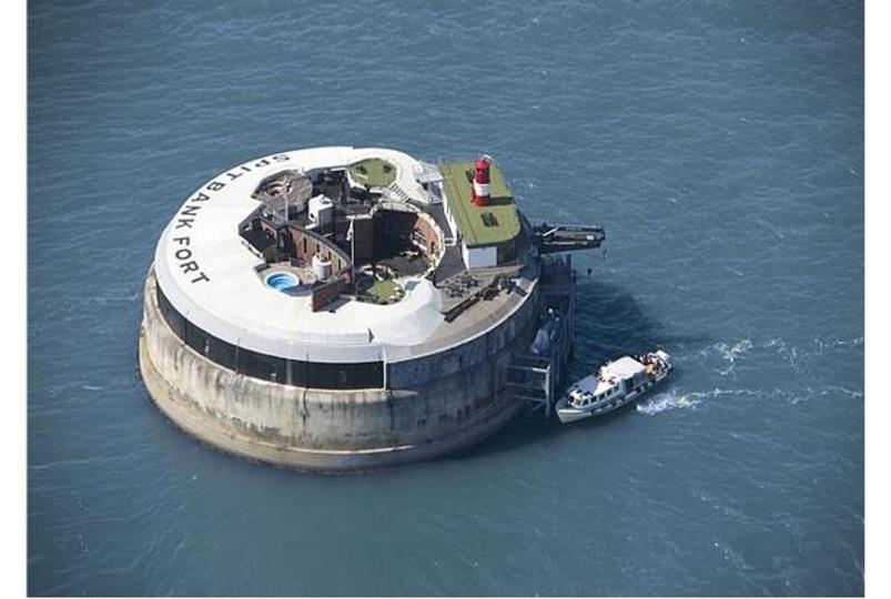 もはや映画の中の世界やん。ポーツマスハーバーに浮かぶ要塞ホテル