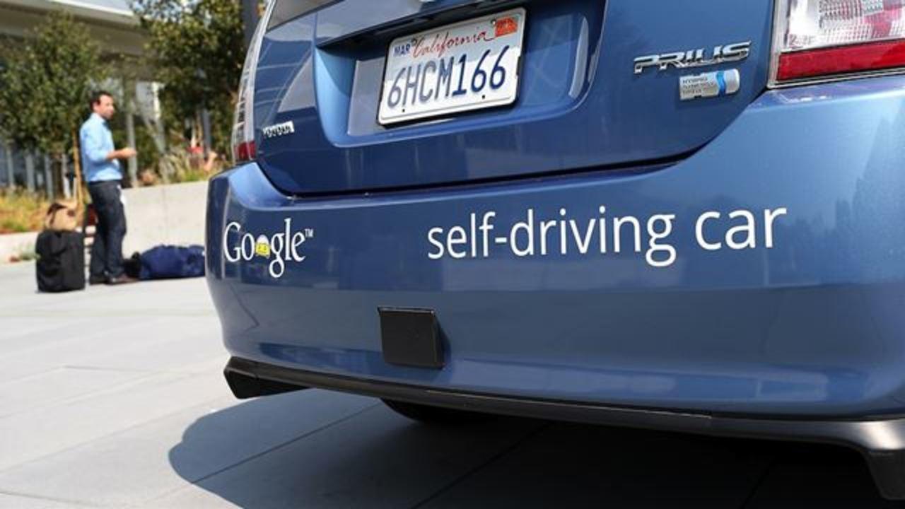 グーグル自走車は自社製造になるかも。そしてグーグルタクシーができるかも