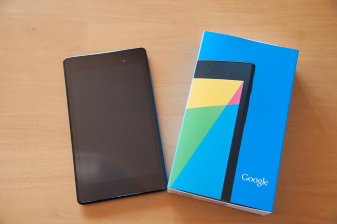 やってきました新Nexus 7。さっそくアンボックスしてみましょう