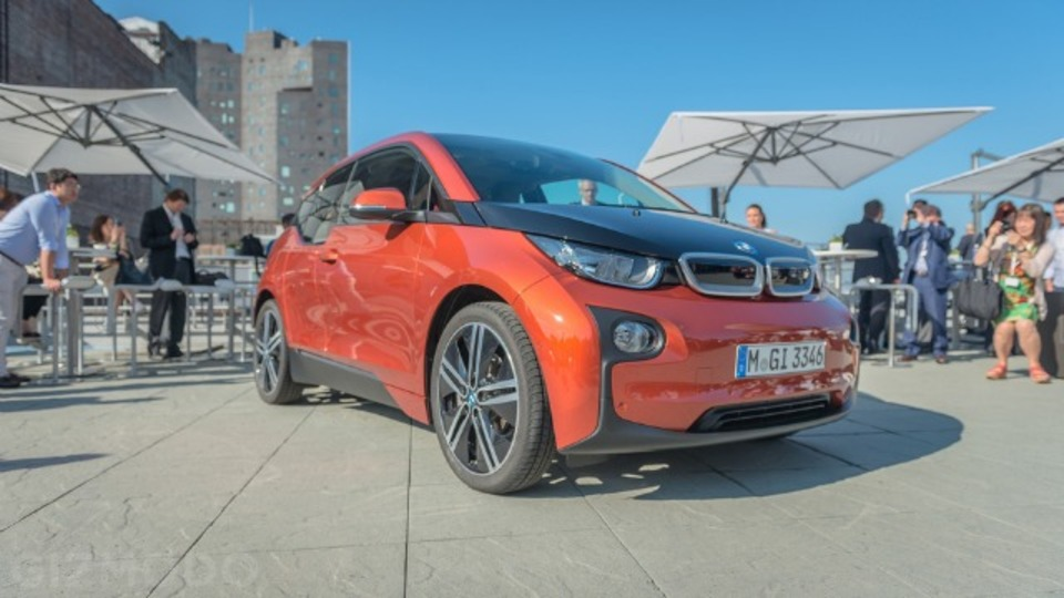 見た目では分からない、BMWから初の電気自動車「i3」が登場