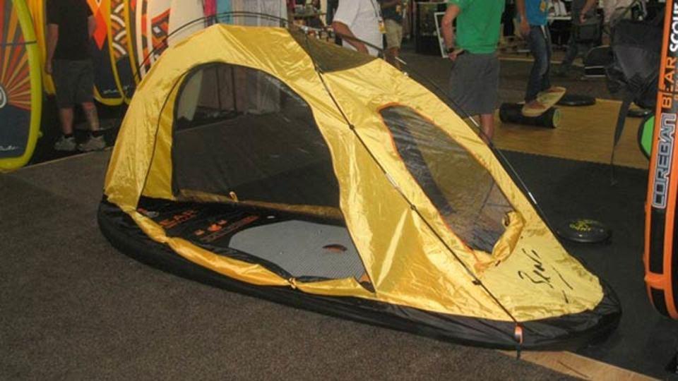 波に乗るテント、もしくはお泊まりできるパドルボード
