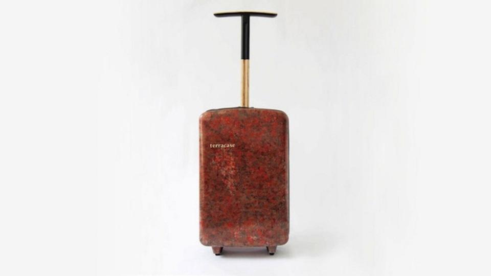 この頑丈なスーツケースの材料は? 答えは家にある柔らかいアレ