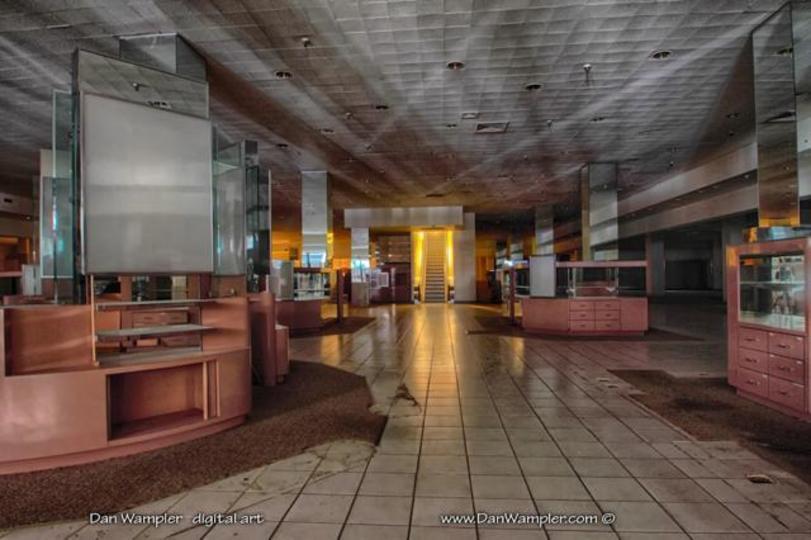 秋の不安感をかきたてる、荒廃したショッピングセンターのHDR画像(ギャラリーあり)