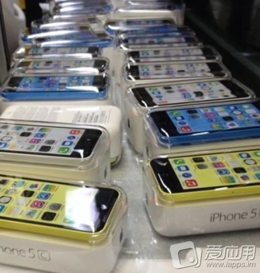 何色にする? iPhone 5Cのカラフルな製品パッケージ画像が流出