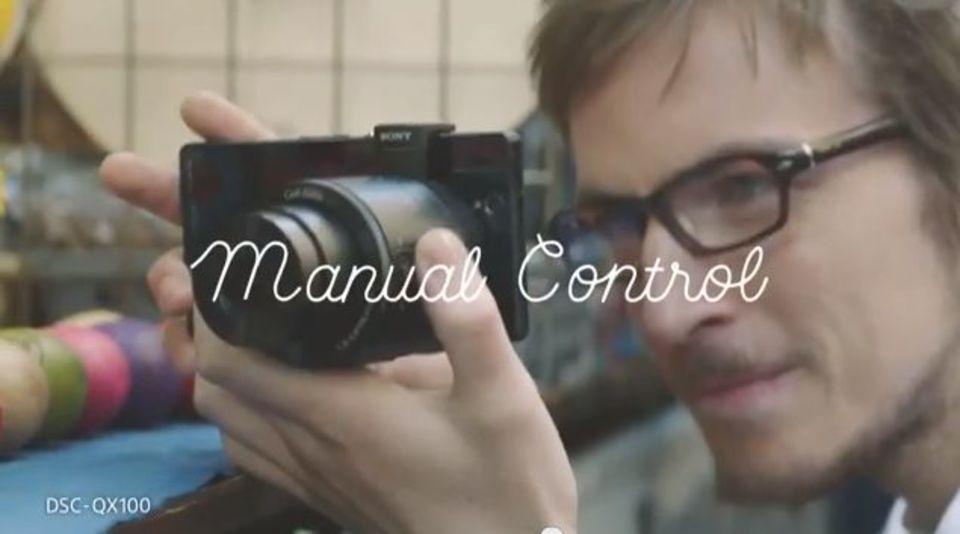 これすごい! 発表間近なソニーのレンズカメラ「QX10」「QX100」の公式広告動画