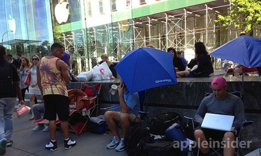 もう!? iPhone 5Sを求める行列が米アップルストアで形成開始