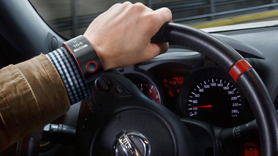 日産がスマートウォッチ「Nismo Watch」発表、クルマもヒトも一緒にモニター。