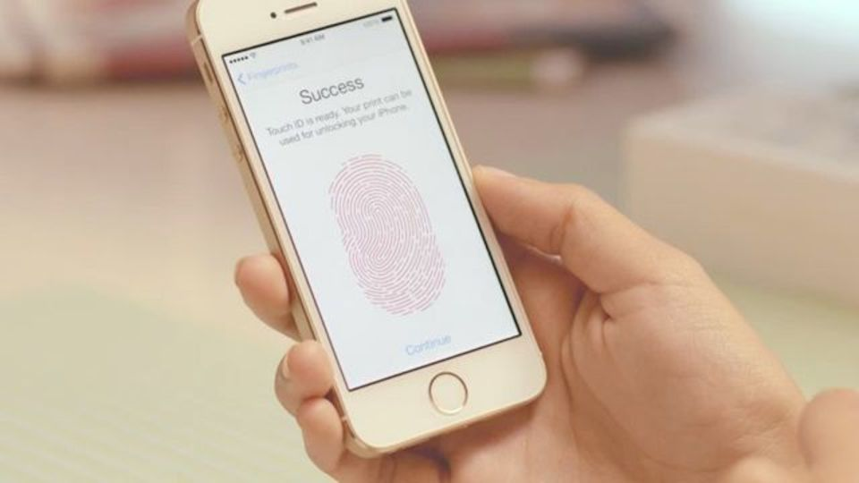 iPhone 5sは指紋認証センサー搭載でセキュリティーも万全だよ!