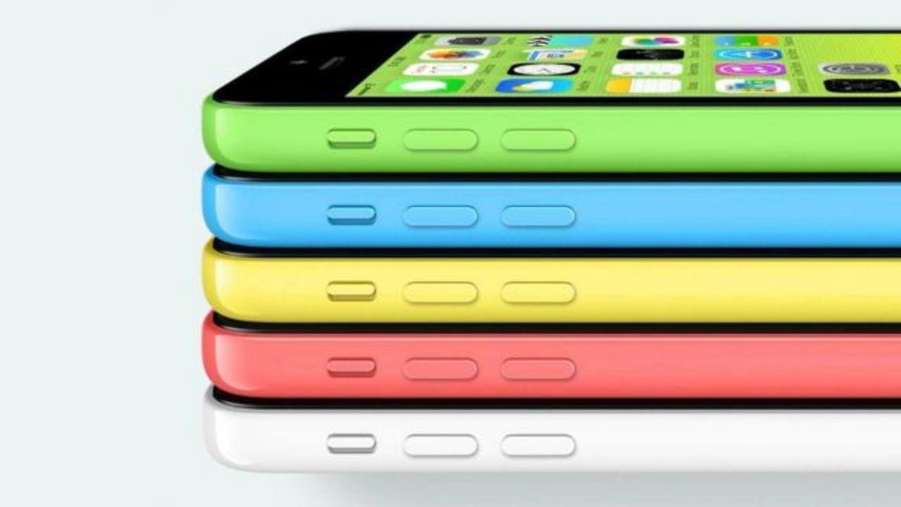 iPhone 5c、「美しいプラスチック」の理由は製造工程に(動画あり)