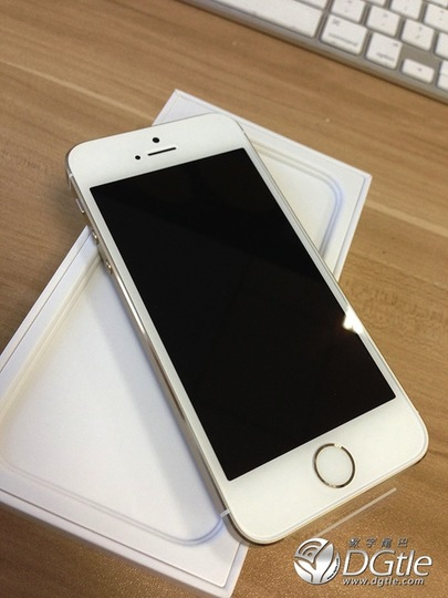 早くもiPhone 5s/5cのアンボックス写真と動画が登場