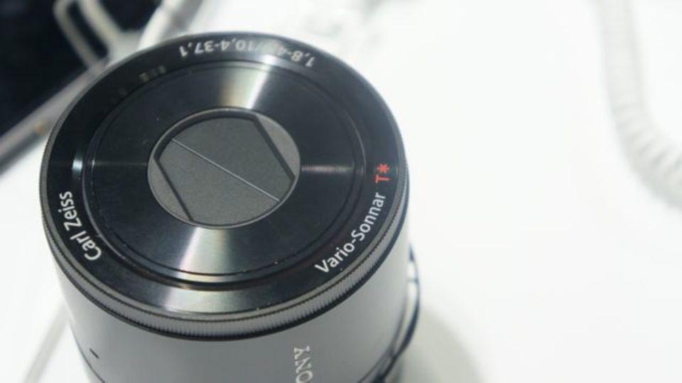 【 #CEATEC 】レンズスタイルカメラめっちゃ心躍るわ! XPERIA Z1と世界初4K有機ELテレビもあるソニーブース(動画あり)