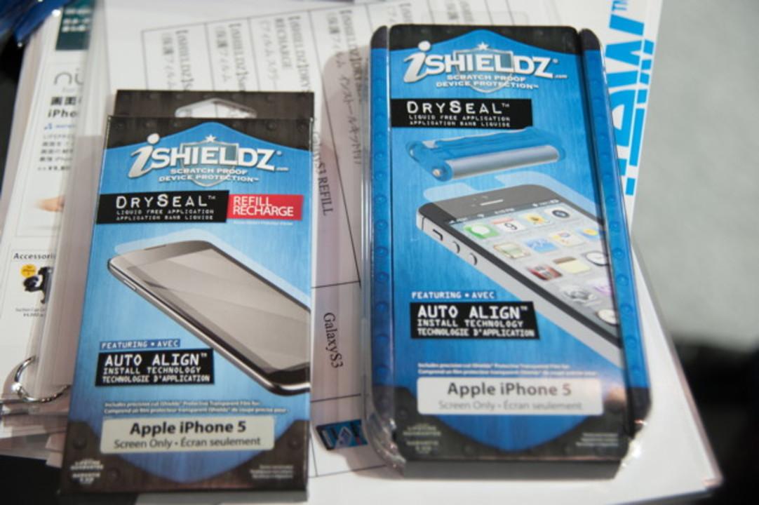 【 #CEATEC 】caseplayで液晶保護シールを貼ってもらいました。そしてよさげなiPadケースもありました