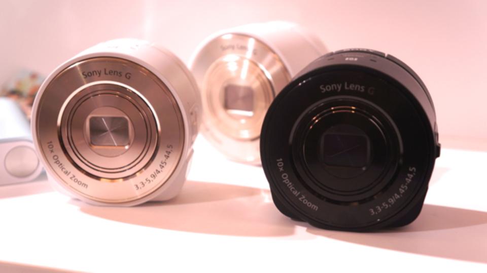 【au13年冬新製品発表会】レンズスタイルカメラにGalaxy Gearも! 盛りだくさんなau+1 collection(動画あり)