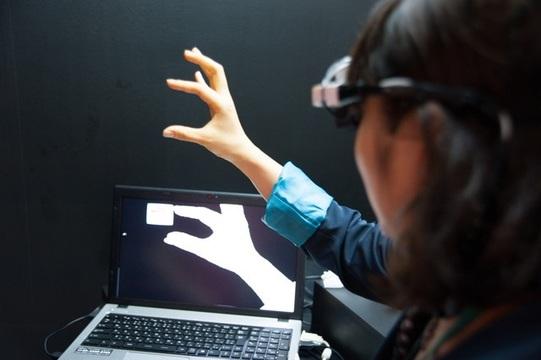 【 #CEATEC 】未来来た! ドコモのウェアラブルガジェット「インテリジェントグラス」をかけてきたよ