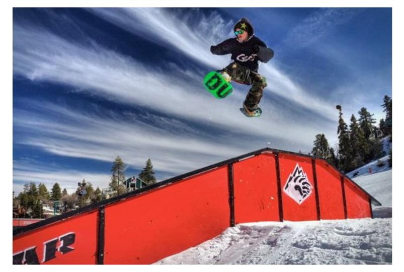 自由度高いぞ、片足ずつ装着するスノーボード「Dual Snowboard」