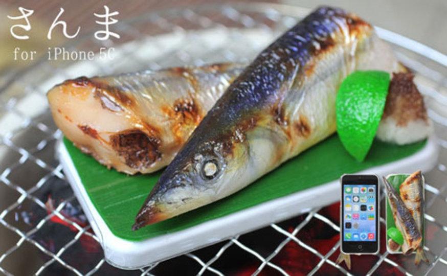 ワタまでリアルに再現! 秋の味覚、秋刀魚の塩焼きがiPhoneケースになりました