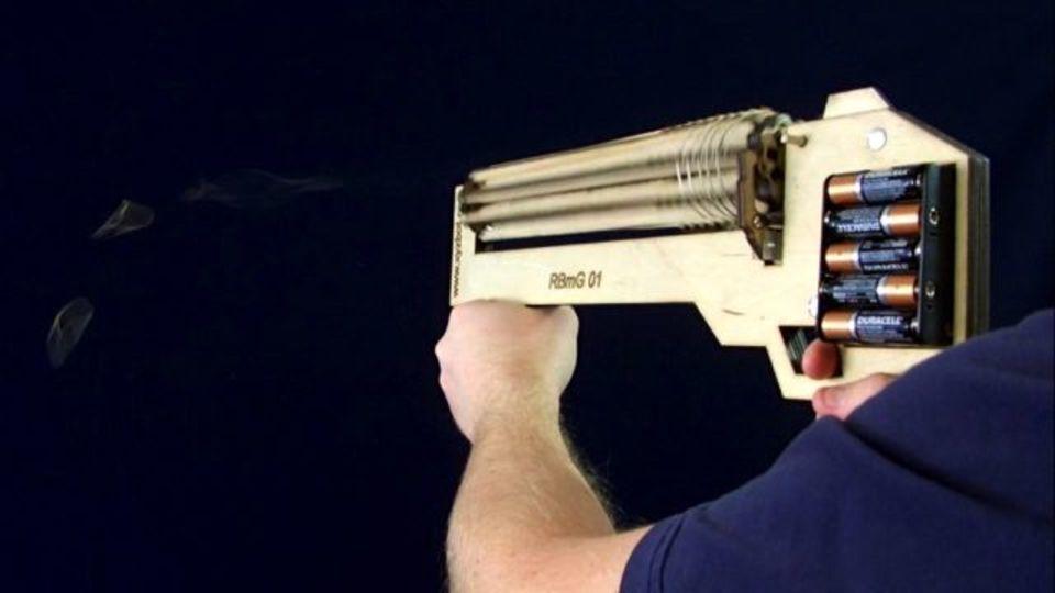 機関銃仕様の電動式ゴム鉄砲(動画あり)