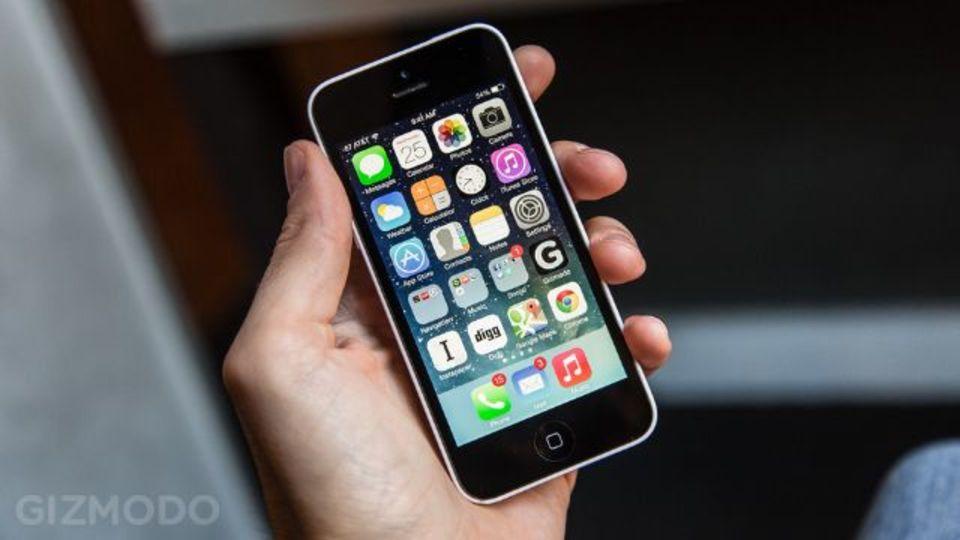iPhone 5c、売れてないの? 生産台数削減とウォールストリート・ジャーナルが報道