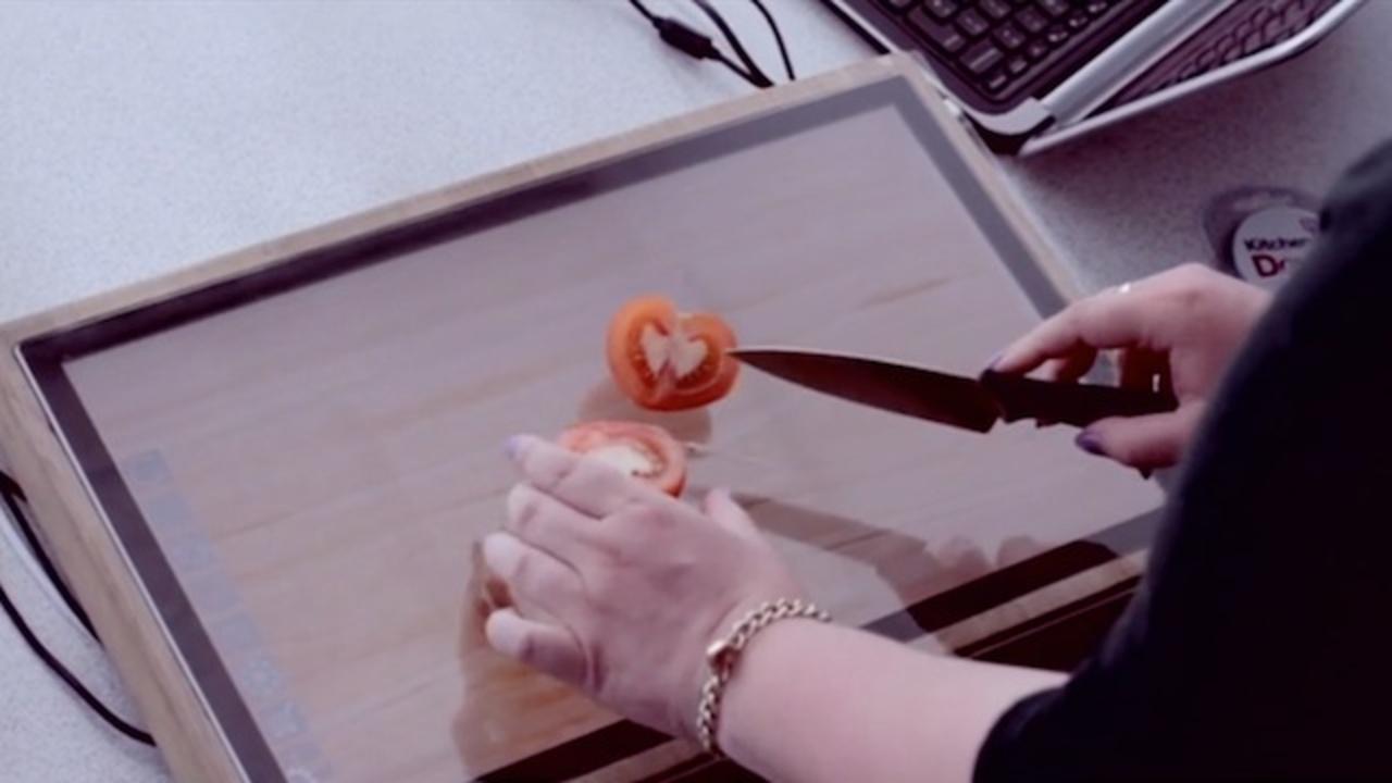 強化ガラスで包丁も使える! シャープが「まな板タブレット」を発表(動画あり)