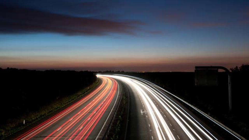 イギリス、高速道路で使えるネット設備を導入予定