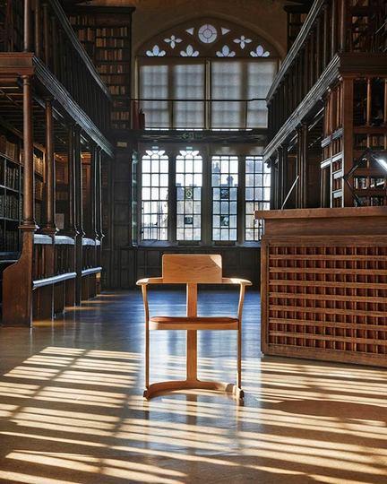 オックスフォード大学の図書館、1936年から77年間を経て初めてイスのデザインを変更
