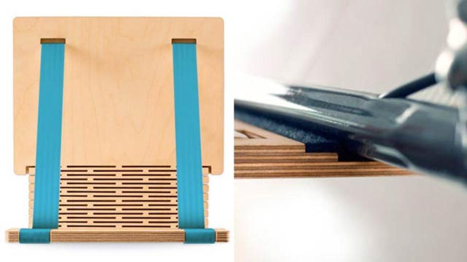 チャリがお家のデコレーションに、簡単に装着できる木製バイクラック