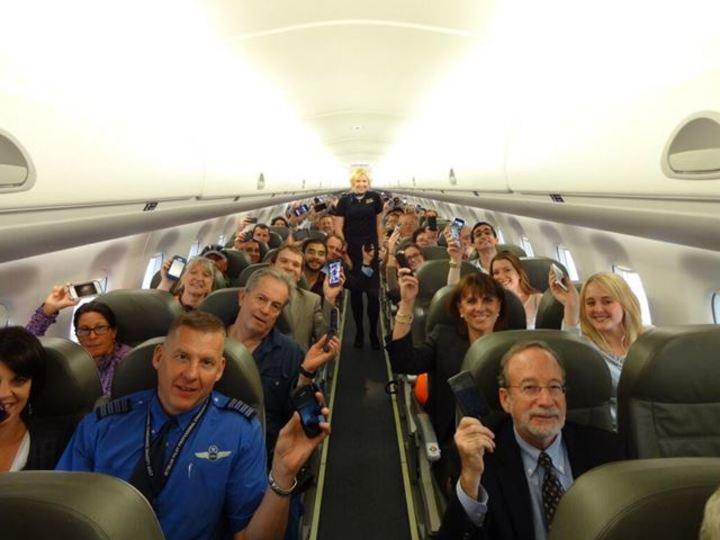 禁止は結局なんだったのか…FAAついに機内での電子機器使用にGO、第1号離陸! 大多数は年内から