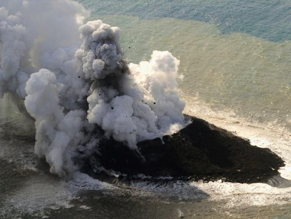 火山爆発、日本に新しい島が誕生