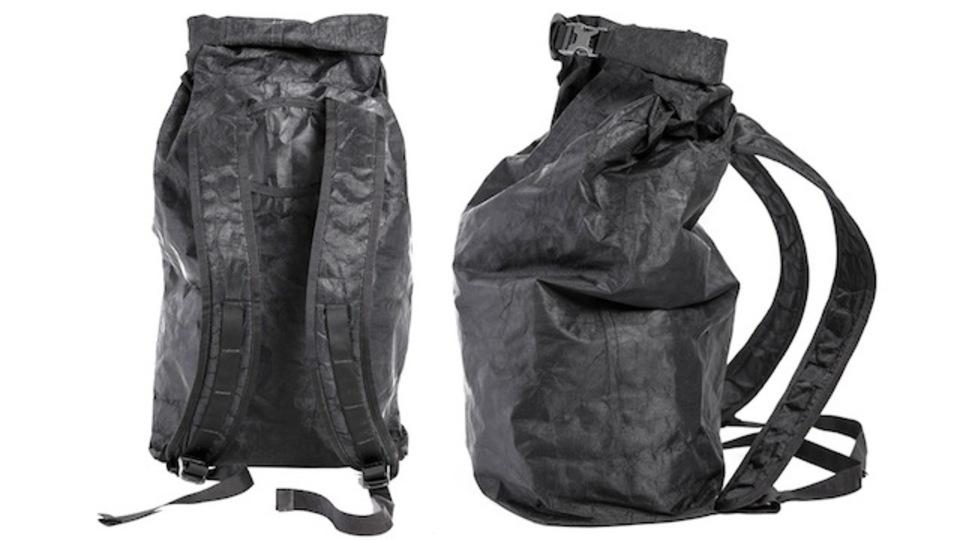 がさつな人にオススメ。鉄より強い布で作られたバックパック