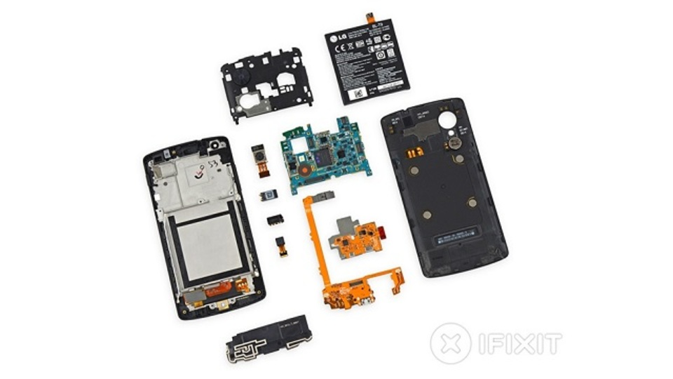 Nexus 5解体:開けやすくいじりやすく、修理のときも優等生(動画あり)
