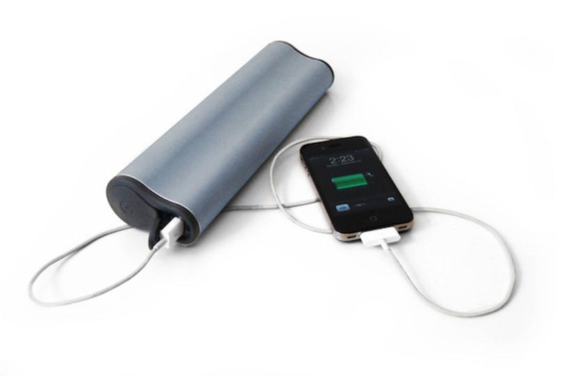 歩く振動で発電できる! アクティブな人にピッタリなモバイルバッテリー