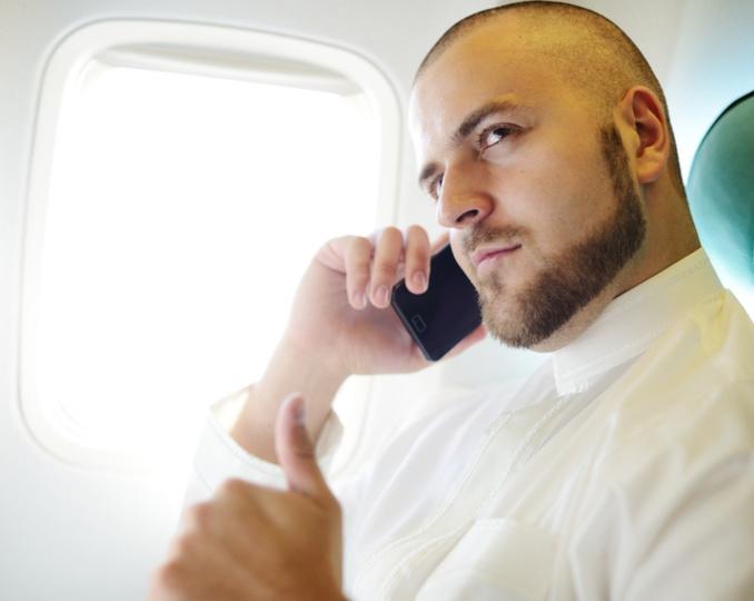 今度は飛行機内で通話もOKに、米政府が検討へ