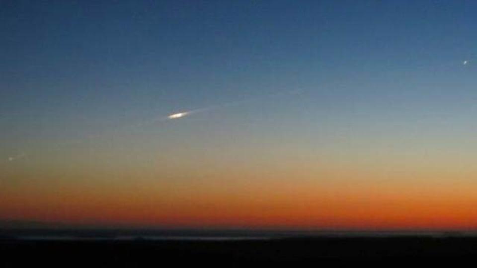 重さ900キロの衛星が地球に落ちて行く様子