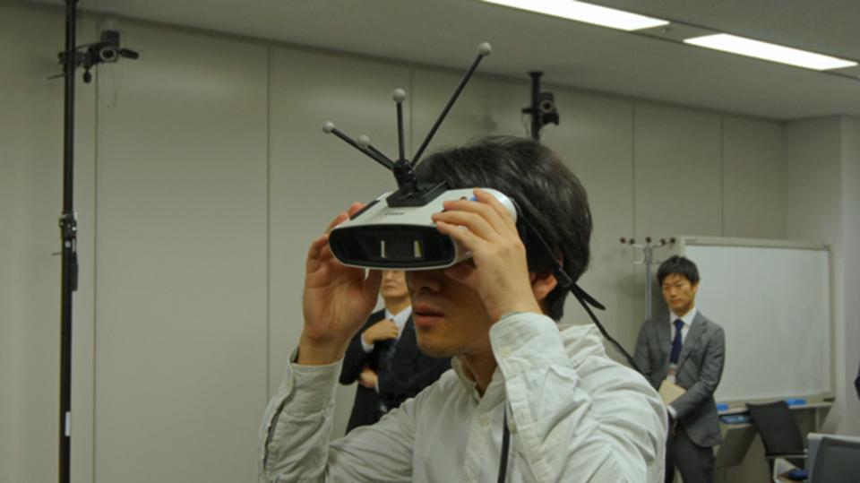バーチャル・リアリティの革命だよ! ホログラムを手で触れるキヤノンの最新MR技術が超未来すぎる!