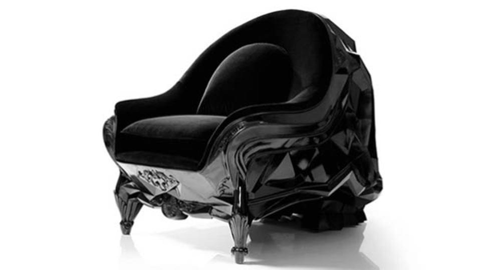 ダースベーダーが一目惚れしそうな椅子があった