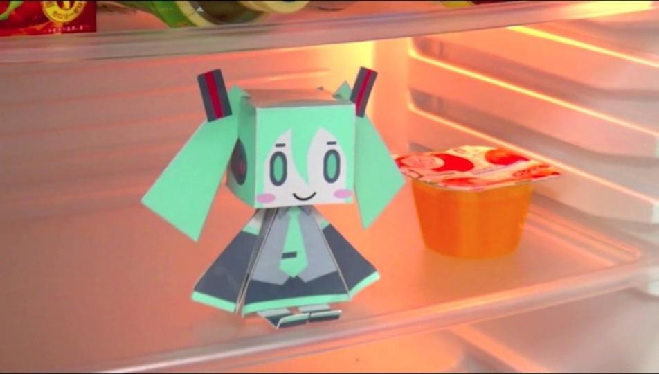 天使なミクさんが冷蔵庫の中に進出! 扉を開けると話しかけてくれるぞ(動画あり)