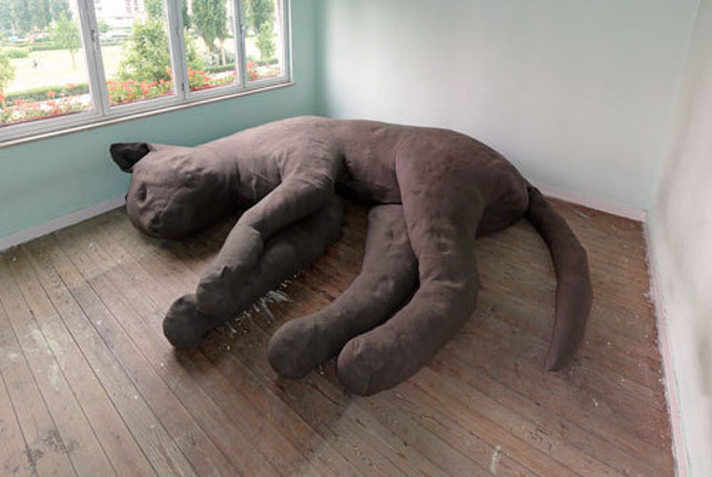 131213-giant-cat-couch.jpg
